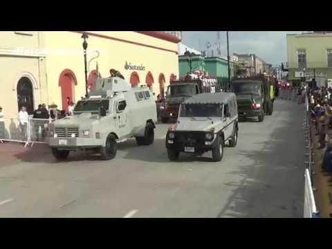 Fuerzas armadas federales en el Desfile Cívico Militar en Matamoros