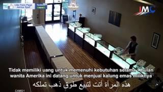 Pemuda Muslim Membantu Ibu-Ibu Yang Sedang Membutuhkan Uang