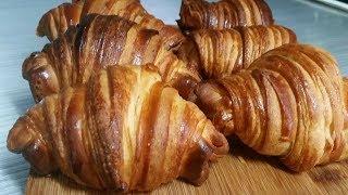 كرواسون (كرواصة) مثل الذي يباع في المخابز بعجين مورق خامر من اسهل ما يكون/croissants au beurre