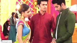 Hot hindi serial actress - navel show in a low hip saree