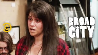 Broad City - Abbi Is Not a Sandwich Artist