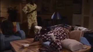 The Wayans Bros 1x06 - Shawn & Marlon sleeping on couch funny