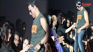 सरेआम भीड़ में बीवी के लिए अक्षय ने किया ऐसा काम… | Akshay Caught Protecting Wife Twinkle
