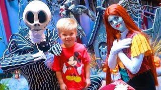 NIGHTMARE BEFORE CHRISTMAS IN REAL LIFE! ☠️ Rare Jack Skellington and Sally Disneyland Meet & Greet!