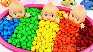 Learn colors Baby Doll Bath Time Eat Colors M&M