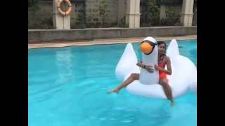 Andrea Brillantes Nahulog sa Pool!