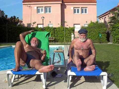 Daddys Bear en la piscina.MOV
