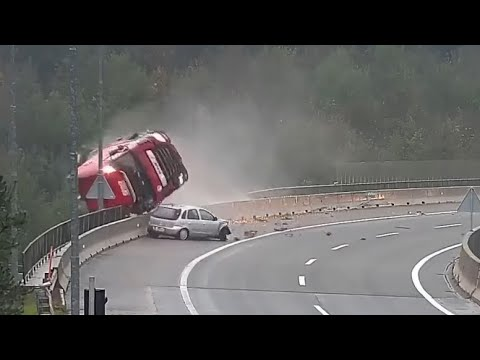 Terrible Truck Accidents Crashes Part 1 18