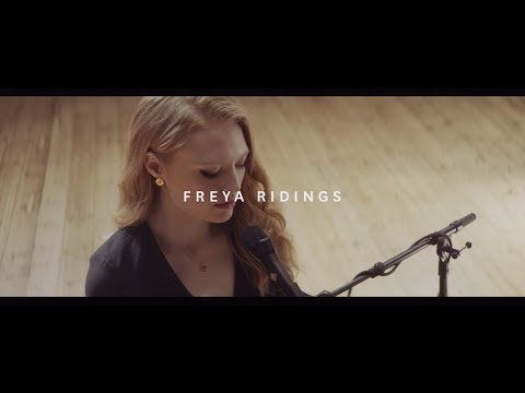Freya Ridings - Blackout (Live at Hackney Round Chapel)