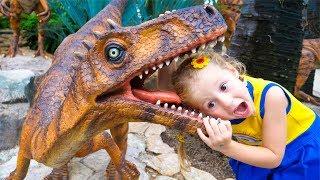 Настя и парк гигантских динозавров Видео для детей Amesement theme of giant dinosaurs for kids