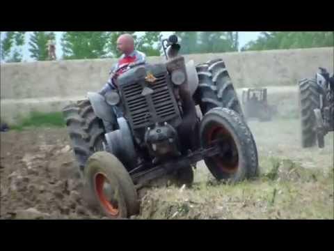 aratura con trattori d epoca a Meduna di Livenza 2014