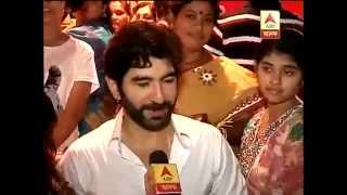 Actor Jeet with wife on puja
