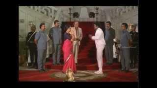 Managara Kaval - Vijayakanth saves Lakshmi