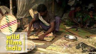 Making colourful bamboo baskets at Sonepur fair
