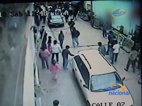 Ataque con puñal es registrado por cámaras de seguridad