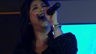 REGINE VELASQUEZ - Tuwing Umuulan At Kapiling Ka (Live in SM City Cebu!)