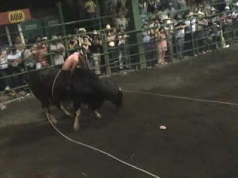 mujer montadora de toros