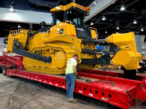 John Deere s biggest bulldozer moving out of Conexpo 2017