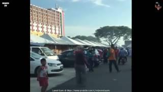 Perempuan Melayu Baling Selipar kat Kereta Pemandu Cina - Video Racist