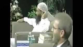 لا تحرف القرآن في أثناء وجودي ! رد قوي لداعية مسلم