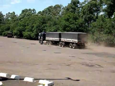 Bitrem Cavalo de pau no Posto in Campo Grande MS