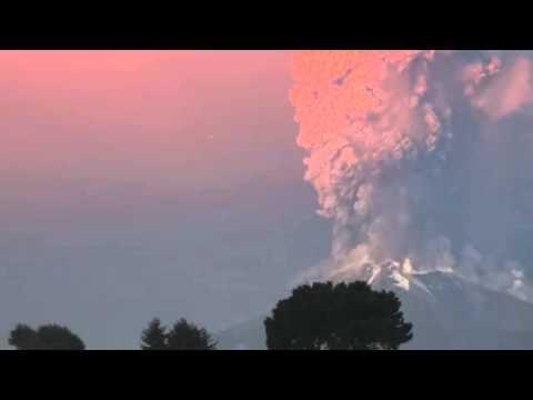 OVNI en erupción de volcan Calbuco UFO in Calbuco Volcano Eruption