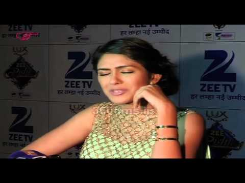 Kumkum Bhagya Fame Bulbul aka Mrunal Thakur Looking Gorgeous At Zee Rishtey Awards 2015