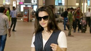 HOT Amisha Patel Spotted At Airport