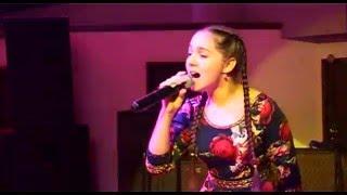 Antonia Stoian, Zig zaga
