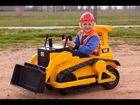 Kid Trax CAT Bulldozer Kids Tractor Unboxing and Riding