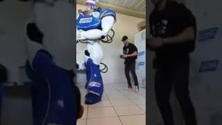 Robo dança muito