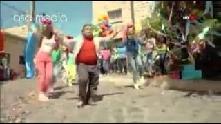 تقليد اغنيه / بشرة خير / سعد خليفه /تحشيش عراقي 2015 / اتحداك ماتضحك 2015