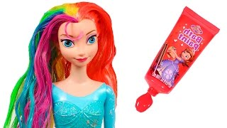 ❄ FROZEN ❄ Teñimos de arco iris a Elsa | Elsa Frozen Juguetes en Español