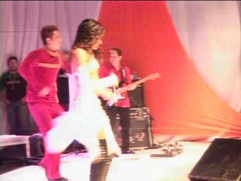 Natalia Mendes canta com a Banda Calypso Gravatá 2005