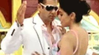 Ready Romantic Scenes - Salman Khan & Asin in 'Ready' Video Blog - Bollywood Hungama Exclusive
