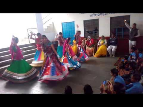 School Girls Dancing On Rajasthani Song