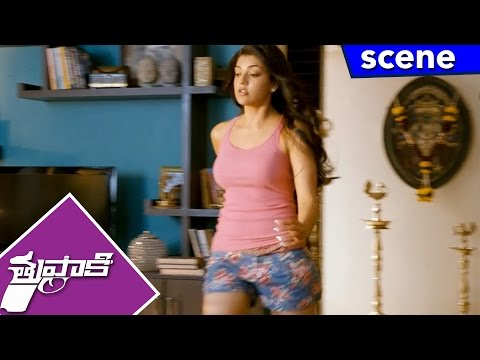 Vijay Rejects Kajal In Their First Look - Funny Intro - Thuppakki Movie Scenes