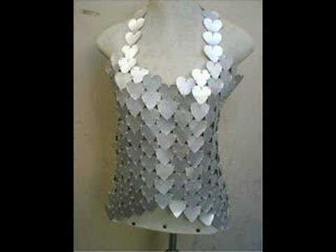 Roupas feitas de materiais reciclados