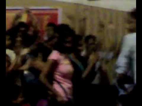 boys and girls in solapur dancing craze.mp4