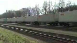 Intermodal Train with a red signal STOP!!!!!!!!!!!!!!!!!!!!!