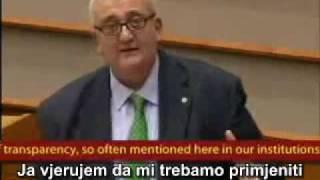 Talijanski član EU parlamenta razotkriva članove Bildeberg, Trilateralne komisije