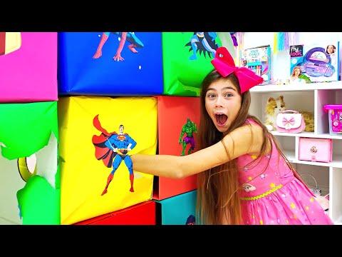 나스티아는 컬러 슈퍼 영웅의 � 쟁에 참여하고 있습니다