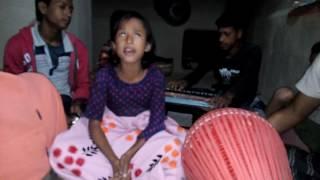 Download Bangladeshi girl singing baul song by Nupur 3Gp Mp4