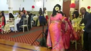 கனடா அன்ரி - அங்கிள் குத்தாட்டம்