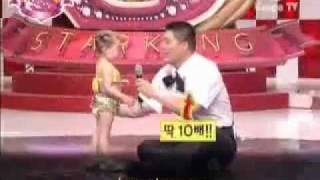 ‫طفله كوريه ترقص رقص شرقي Korean baby dancing Arabic Dance‬‎ - YouTube.flv