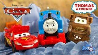 Disney Cars Flash McQueen Martin s'amusent sur les rails Thomas Train 4k #Jouet #Toy #Unboxing