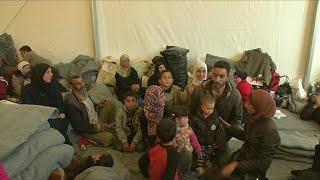 آلاف السوريين يواصلون النزوح من مناطق القتال في الغوطة الشرقية