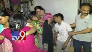 Girl scolded by teacher, ends life - TV9