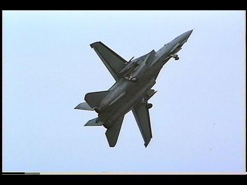 A scene of Grumman F-14A Tomcat (USN VF-21 Freelancers) @ Wings '95 NAF Atsugi