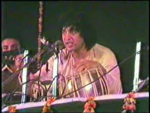 Ustad Zakir Hussain (Rare Video) Live at Harvallabh Sangeet Sammellen Jalandhar Punjab